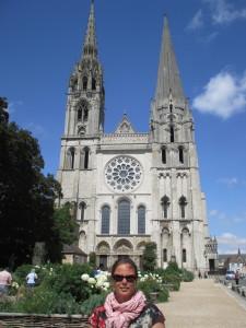 Nicky bij de kathedraal van Chartres