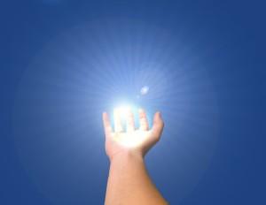 hand met lichtbol